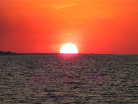 Zonsondergang op het strand van Darwin